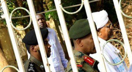 شاهد.. أول فيديو للرئيس السوداني السابق عمر البشير في جلسة محاكمته