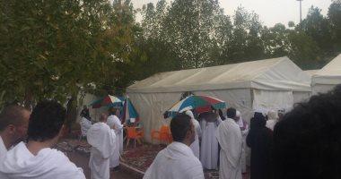 الأمطار تهطل على الحجاج بعرفات.. وضيوف الرحمن يستقبلوها بالتلبية