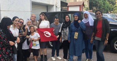 أعلام تونس تزين سفارة الخضراء بالقاهرة فى أول أيام الانتخابات الرئاسية