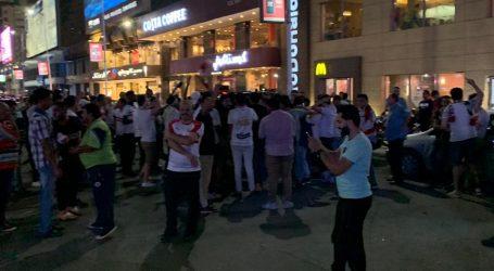تجمع جمهور الزمالك أمام مقر النادى بميت عقبة احتفالا بكاس مصر