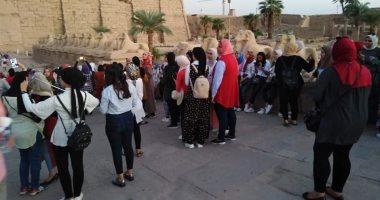 """صور.. شباب ورياضة الأقصر تنظم زيارات لـ250 فتاة ضمن """"قطار الشباب"""" لمعابد الكرنك"""