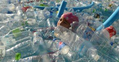 أزمة البلاستيك تتصاعد.. كل شخص يبتلع 73 ألف قطعة بلاستيكية فى العام