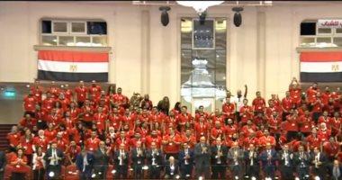 بالفيديو .. تحية كبيرة من الحضور في مؤتمر الشباب لأبطال دورة الألعاب الإفريقية
