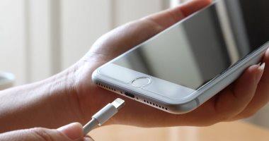 كيف تحافظ على نظرك عند استخدام هاتفك الذكي .. بلاش تنام وتليفونك جنبك