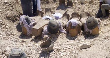 عمال الحفائر بالبعثة المصرية بمنطقة العساسيف يعثرون على توابيت فرعونية