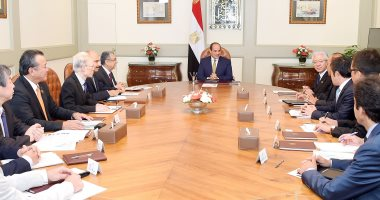 السيسى يستقبل وفدا من المستثمرين المصريين فى الخارج ورئيس شركة تويوتا