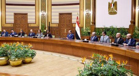 وفد مستثمري مصر بالخارج يزور قناة السويس ويشيد بالخطط التنموية للدولة