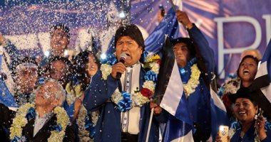 نيويورك تايمز: رئيس بوليفيا يتنحى من منصبه بعد موجة من الاحتجاجات الشعبية