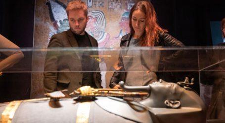 الأنجليز مبهورين بمعرض الملك توت عنخ آمون فى لندن