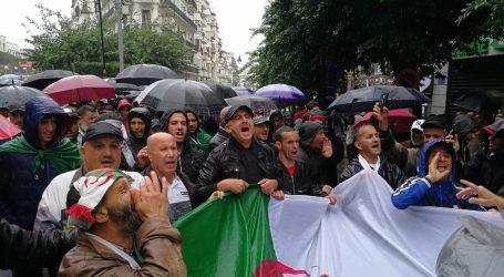استمرار المظاهرات في الجزائر رفضا لإجراء الانتخابات الرئاسية الشهر المقبل