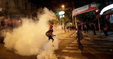 شرطة بوليفيا تشتبك مع المتظاهرين وتمنعهم من الوصول للقصر الرئاسى