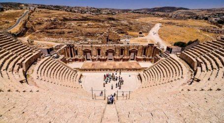 طعن 3 سياح ومرشد سياحى ورجل أمن فى مدينة جرش الأردنية