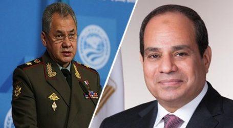 وزير الدفاع الروسي يصل مطار القاهرة للقاء السيسي