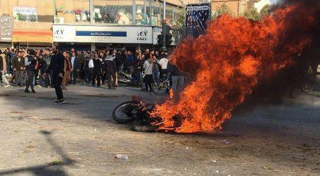 إيران تعلن إحراق مئات البنوك والمقار الحكومية وبعض القواعد الأمنية