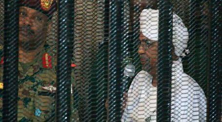 """ماذا بعد الحكم بمصادرة أموال """" البشير """" والتحفظ عليه لمدة عامين في دار للرعاية؟"""