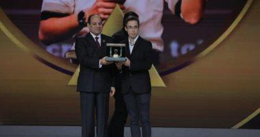 صفحة الرئيس السيسي تبرز تكريم النماذج الشبابية فى ختام منتدى الشباب