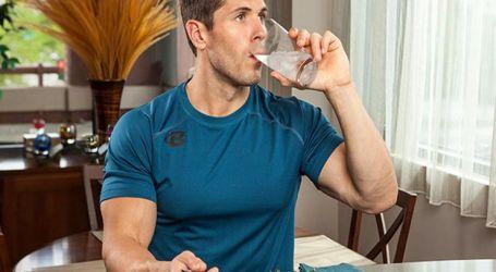 هل شرب المياه أثناء تناول الطعام يؤثر على الهضم.. اعرف الحقيقة