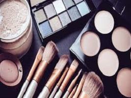 دراسة تحذر: خطر كامن في مستحضرات التجميل