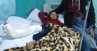 استغاثة مواطن بالمسئولين لعلاج ابنته بعد سقوط سور المدرسة عليها بالمرج