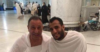 شاهد محمود الخطيب رئيس الأهلى يؤدى مناسك العمرة