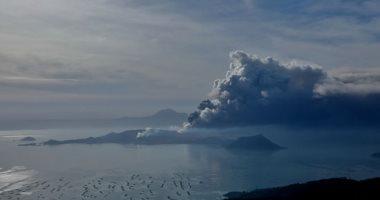 مسئولون فلبينيون يحولون رماد بركان تال إلى طوب لإعادة بناء المنازل