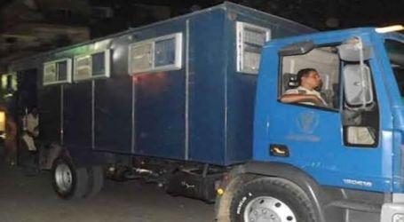مسئول أمني ينفي وفاة 17 مسجونا في انقلاب سيارة ترحيلات