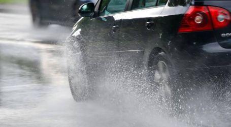 الإرشادات التي يجب اتباعها عند القيادة أثناء هطول الأمطار