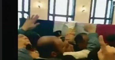 جمال مبارك يحمل نعش والده لآداء صلاة الجنازة عليه فى مسجد المشير طنطاوى