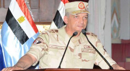 """وزير الدفاع يشهد المرحلة الرئيسية للمناورة """"ردع – 2020"""" بالذخيرة الحية"""