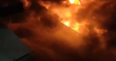 الحماية المدنية تسيطر على حريق مصنعين بالعاشر من رمضان بـ18 سيارة إطفاء