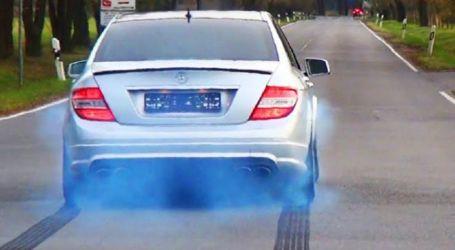 بطريقة غريبة.. تعرف على عيوب سيارتك من لون دخان العادم