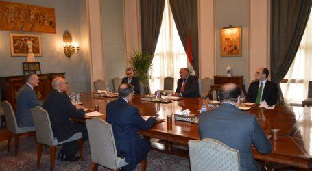وزير الخارجية يجتمع بقيادات الخارجية لبحث التداعيات المتعلقة بمكافحة انتشار كورونا