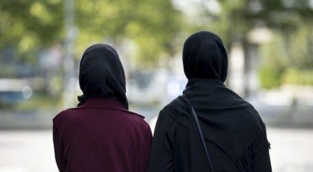 حكم الشرع في استقبال المرأة رجلا أجنبيا عنها