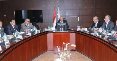 """وزير النقل يطالب قيادات المترو بتطهير القطارات وتعقيمها يوميا ضد """"كورونا"""""""