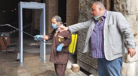 تطهير وتعقيم آثار شارع المعز لمواجهة فيروس كورونا