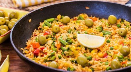 تعرفي على طريقة عمل أرز بالخضار والزيتون