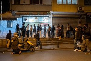 فوضى عارمة بالمحال التجارية في عدة مدن تركية قبل حظر تجوال كامل فى البلاد