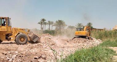 الرى تزيل تعديات أحد أعضاء مجلس النواب بمحافظة الجيزة على النيل