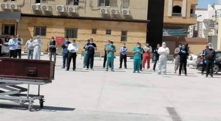 """أهالى كفر الشيخ يؤدون صلاة الجنازة على ضحية """"كورونا"""" وفقا للتعليمات الطبية"""