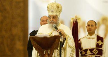 """البابا تواضروس يقود دورة """"القيامة"""" والأساقفة يجوبون الكنيسة بالشموع فى قداس العيد"""