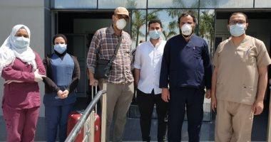 خروج 3 حالات جديدة من مستشفى الحجر بالإسماعيلية بعد تعافيهم من كورونا.. صور