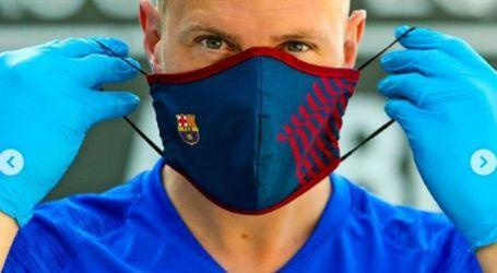 لاعبو برشلونة يلفتون الأنظار بماسك مميز ضد كورونا | صور