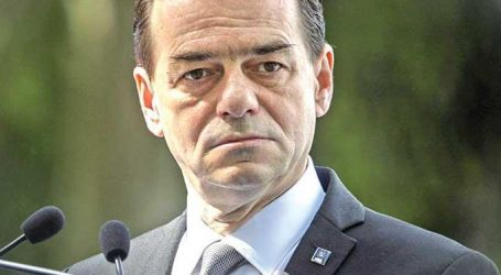 ظهر دون كمامة وهو يدخن.. رئيس وزراء رومانيا يدفع غرامة قدرها 700 دولار (صورة)