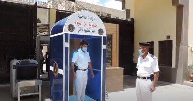 ممر تعقيم في المواقع الشرطية وتطهير السجون لمواجهة كورونا .. فيديو