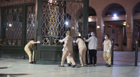 صور.. فتح أبواب المسجد النبوى استعدادًا لصلاء الفجر بعد إغلاق شهرين بسبب كورونا