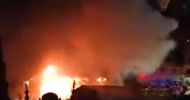 إخلاء عقار من السكان لحين إخماد حريق محل زيوت شارع البحر الأعظم