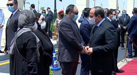 فيديو للرئيس السيسي أثناء تقدمه الجنازة العسكرية للفريق محمد سعيد العصار