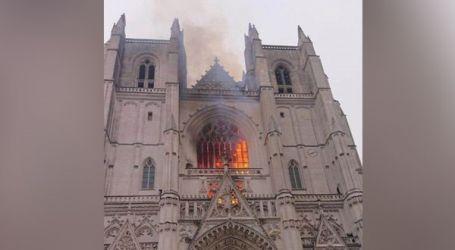 حريق في كاتدرائية القديسين بطرس وبولس في نانيت بفرنسا