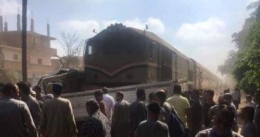 حركة القطارات بخط ( منوف / كفر الزيات ) تعودى لطبيعتها عقب رفع أثار حادث تصادم السيارة
