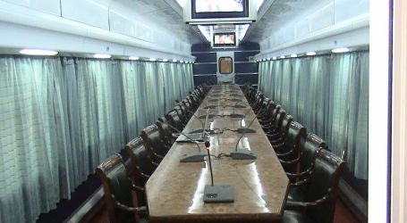 السكة الحديد تكشف عن أول عربة سكة حديد مخصصة للاجتماعات محلية الصنع